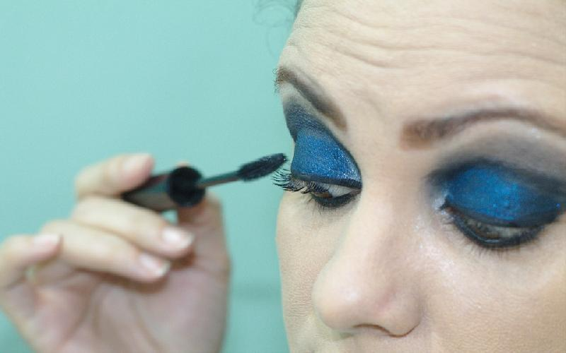 Do you know about those 7 Make-up Mistakes, which if you will do, can Make you Look Older?