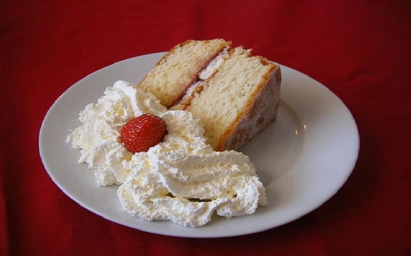Recipe of Fluffy, Plain, Light Sponge Cake with Vanilla Flavour