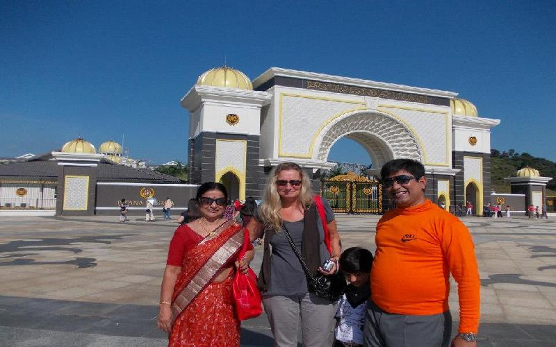 Best Places of Kualalumpur are National Mosque, Istana Negara and National Museum