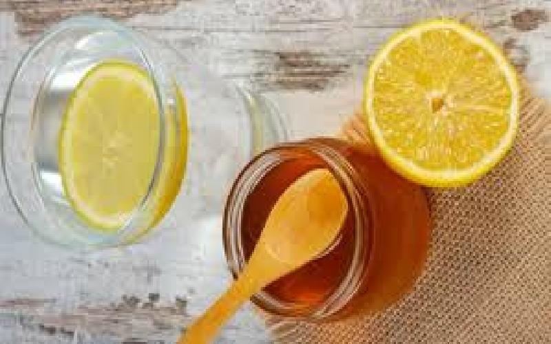 10 Benefits of Drinking Lemon Water with Honey Everyday