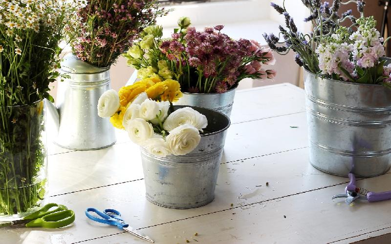 Cheer Up Your Home Space With These 10 DIY Floral Arrangements